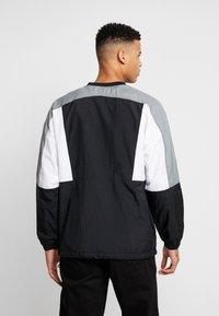 Nike Sportswear - CREW - Sportovní bunda - black/white/smoke grey - 2