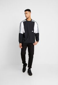 Nike Sportswear - CREW - Sportovní bunda - black/white/smoke grey - 1