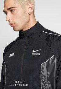 Nike Sportswear - TOP - Giacca a vento - black/black - 3