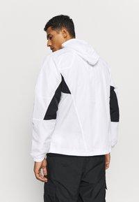Nike Sportswear - SIGNATURE - Veste de survêtement - white/black/pure platinum - 2