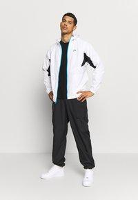 Nike Sportswear - SIGNATURE - Veste de survêtement - white/black/pure platinum - 1
