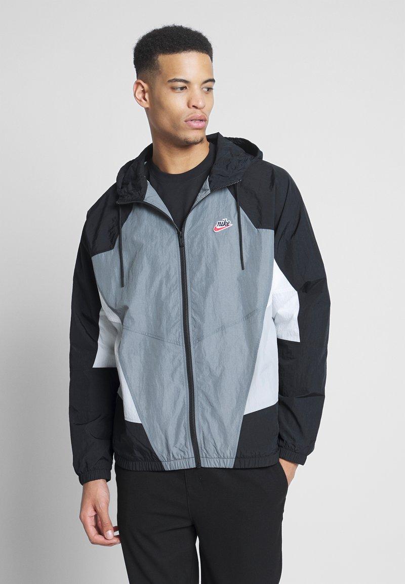 Nike Sportswear - SIGNATURE - Kurtka sportowa - smoke grey/black/lt smoke grey