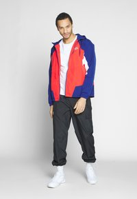 Nike Sportswear - SIGNATURE - Kurtka sportowa - university red/blue void - 1