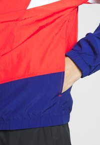Nike Sportswear - SIGNATURE - Kurtka sportowa - university red/blue void - 3
