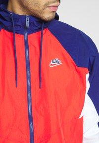 Nike Sportswear - SIGNATURE - Kurtka sportowa - university red/blue void - 5