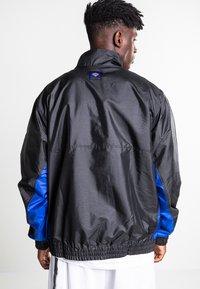 Nike Performance - Veste coupe-vent - black/rush blue/game royal - 2
