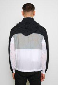 Nike Sportswear - NSW NIKE AIR  - Kurtka Outdoor - black/particle grey/white - 2