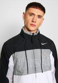 Nike Sportswear - NSW NIKE AIR  - Kurtka Outdoor - black/particle grey/white - 3