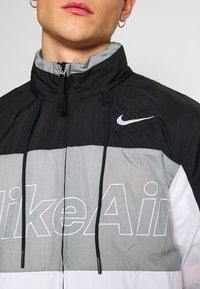 Nike Sportswear - NSW NIKE AIR  - Kurtka Outdoor - black/particle grey/white - 5