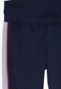 Nike Sportswear - HERITAGE - Pantalon de survêtement - blue void/lavender mist/habanero red/white - 4