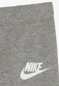 Nike Sportswear - FAVORITES - Leggings - carbon heather - 2