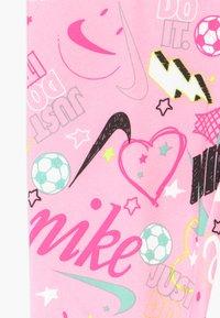 Nike Sportswear - SCRIBBLE PRINT - Leggings - pink - 3