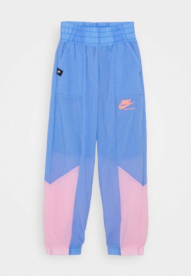 HERITAGE PANT - Pantaloni sportivi - royal pulse/pink