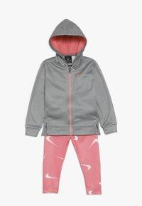 Nike Sportswear - THERMA BABY - Survêtement - pink gaze - 0