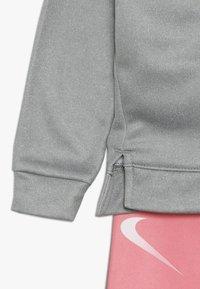 Nike Sportswear - THERMA BABY - Survêtement - pink gaze - 3
