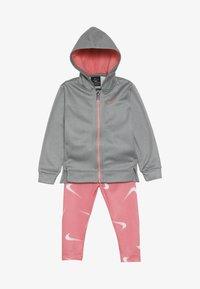 Nike Sportswear - THERMA BABY - Survêtement - pink gaze - 4