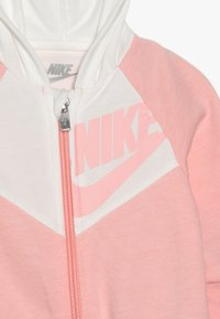 Nike Sportswear - CHEVRON COVERALL BABY - Overall / Jumpsuit - bleached coral heather - 3