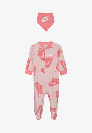 FOOTED COVERALL BIB BABY SET - Chusta - echo pink