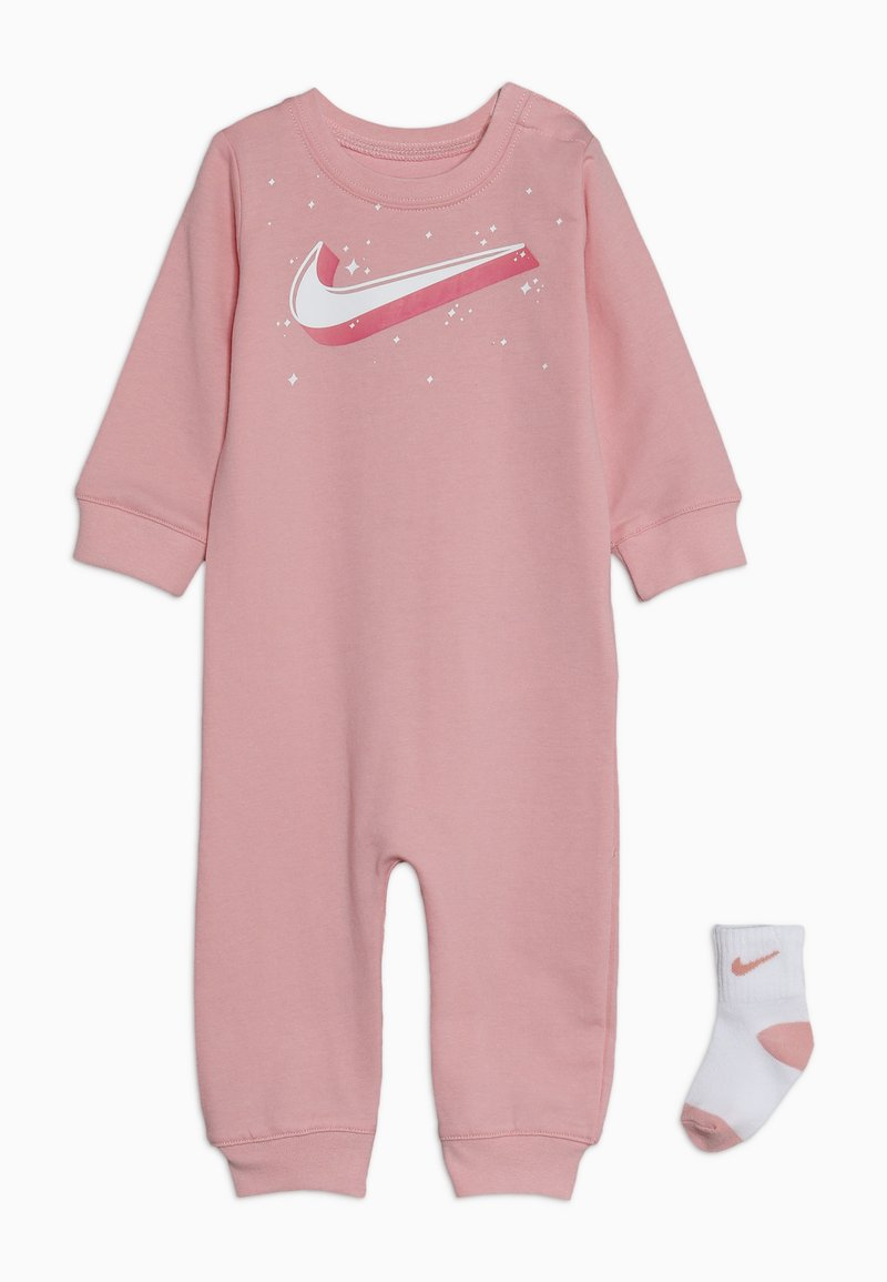Nike Sportswear - GRAPHIC COVERALL SOCK BABY SET - Kombinezon - bleached coral