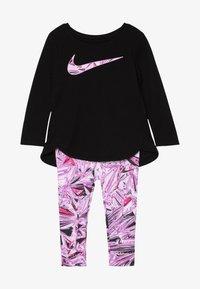 Nike Sportswear - TUNIC MYLAR SWIRL BABY SET - Verryttelypuku - vivid purple - 3