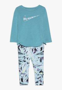 Nike Sportswear - TUNIC MYLAR SWIRL BABY SET - Trainingspak - turquoise - 0