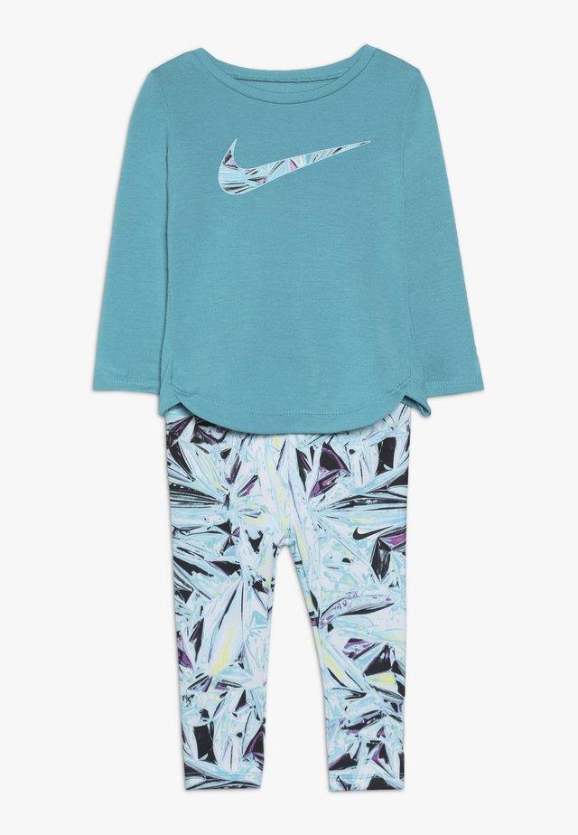 TUNIC MYLAR SWIRL BABY SET - Trainingspak - turquoise