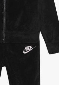 Nike Sportswear - SHINE TRACK BABY SET  - Survêtement - black - 3