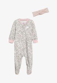 Nike Sportswear - LEOPARD COVERALL HEADBAND BABY SET - Body - echo pink - 2