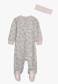 Nike Sportswear - LEOPARD COVERALL HEADBAND BABY SET - Body - echo pink - 1