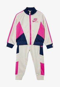 Nike Sportswear - HERITAGE SET BABY - veste en sweat zippée - light orewood brown - 5