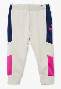 Nike Sportswear - HERITAGE SET BABY - veste en sweat zippée - light orewood brown - 2