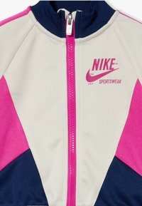 Nike Sportswear - HERITAGE SET BABY - veste en sweat zippée - light orewood brown - 4