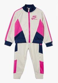 Nike Sportswear - HERITAGE SET BABY - veste en sweat zippée - light orewood brown - 0