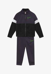 Nike Sportswear - COLOR BLOCK TRICOT BABY SET  - Tepláková souprava - black - 3