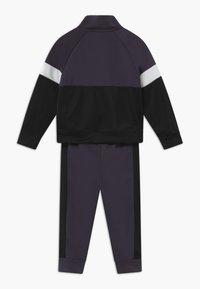Nike Sportswear - COLOR BLOCK TRICOT BABY SET  - Tepláková souprava - black - 1