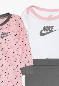 Nike Sportswear - SET BABY - Foulard - light pink/smoke grey - 5