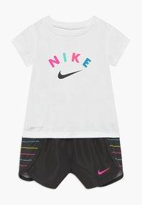 Nike Sportswear - SPRINTER SET - Kalhoty - black - 0