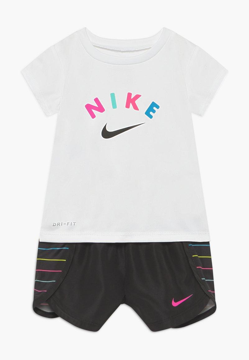 Nike Sportswear - SPRINTER SET - Kalhoty - black