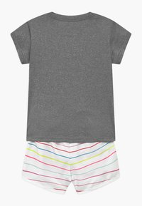 Nike Sportswear - GIRLS SHORT SET - Shorts - magic flamingo - 1