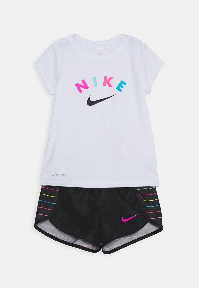 Nike Sportswear - GIRLS SHORT SET - Shorts - black