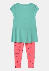 Nike Sportswear - SET - Leggings - Trousers - sunset pulse - 1