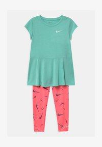 Nike Sportswear - SET - Leggings - Trousers - sunset pulse - 0