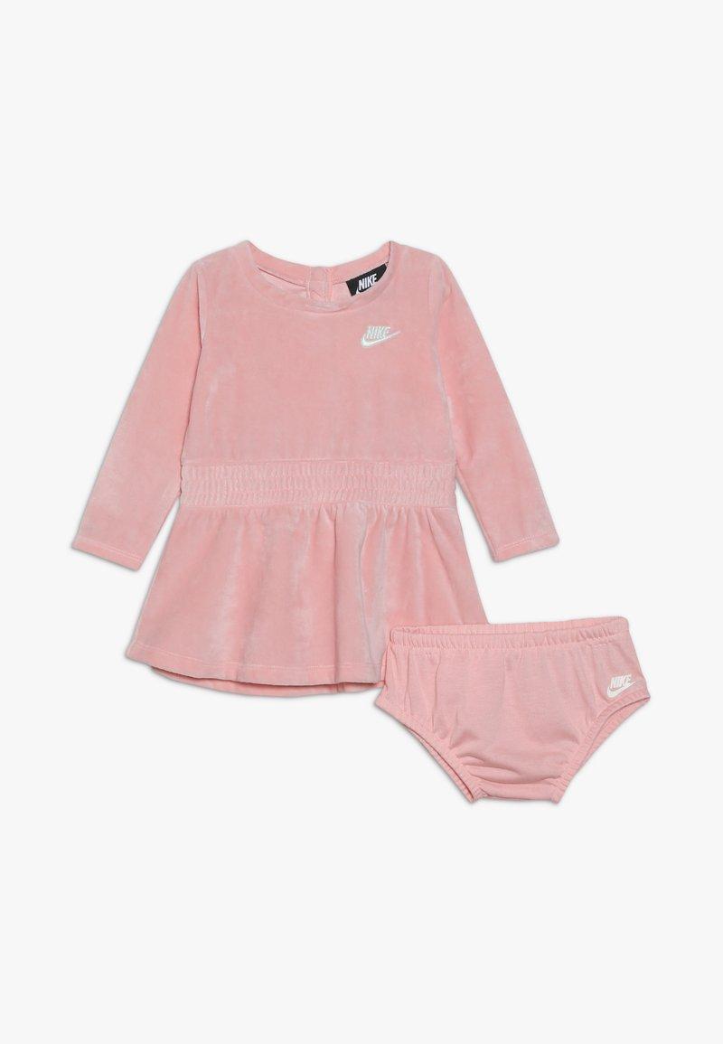 Nike Sportswear - DRESS BABY - Denní šaty - bleached coral