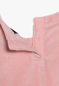 Nike Sportswear - DRESS BABY - Denní šaty - bleached coral - 3