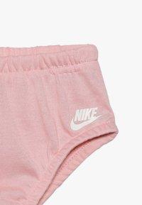 Nike Sportswear - DRESS BABY - Denní šaty - bleached coral - 6