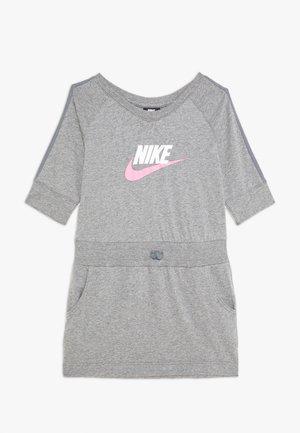 DRESS - Žerzejové šaty - carbon heather/cool grey/pink
