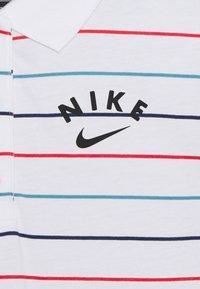 Nike Sportswear - NIKE SPORTSWEAR KLEID FUR KINDER(MADCHEN) - Robe de sport - white/track red/black - 2
