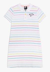 Nike Sportswear - NIKE SPORTSWEAR KLEID FUR KINDER(MADCHEN) - Sportovní šaty - white/bleached coral/black - 0