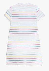 Nike Sportswear - NIKE SPORTSWEAR KLEID FUR KINDER(MADCHEN) - Sportovní šaty - white/bleached coral/black - 1