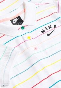 Nike Sportswear - NIKE SPORTSWEAR KLEID FUR KINDER(MADCHEN) - Sportovní šaty - white/bleached coral/black - 3